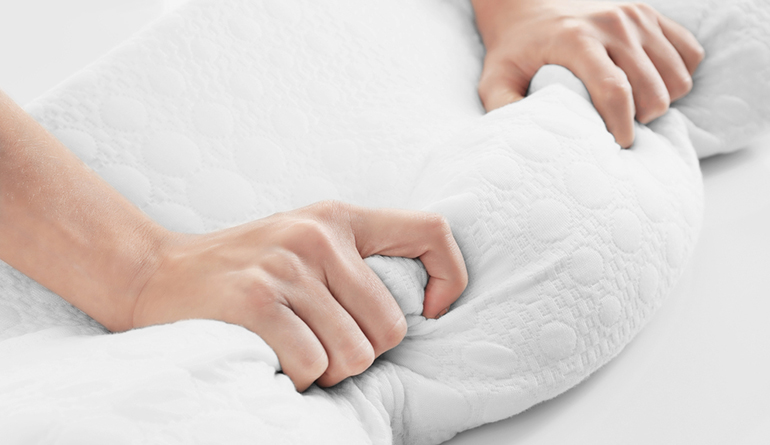 how to clean your memory foam pillow a step by step guide pillow picker. Black Bedroom Furniture Sets. Home Design Ideas