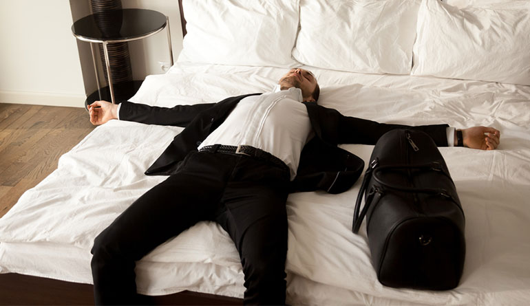 how-to-stop-jet-lag-ruining-your-sleep-pattern